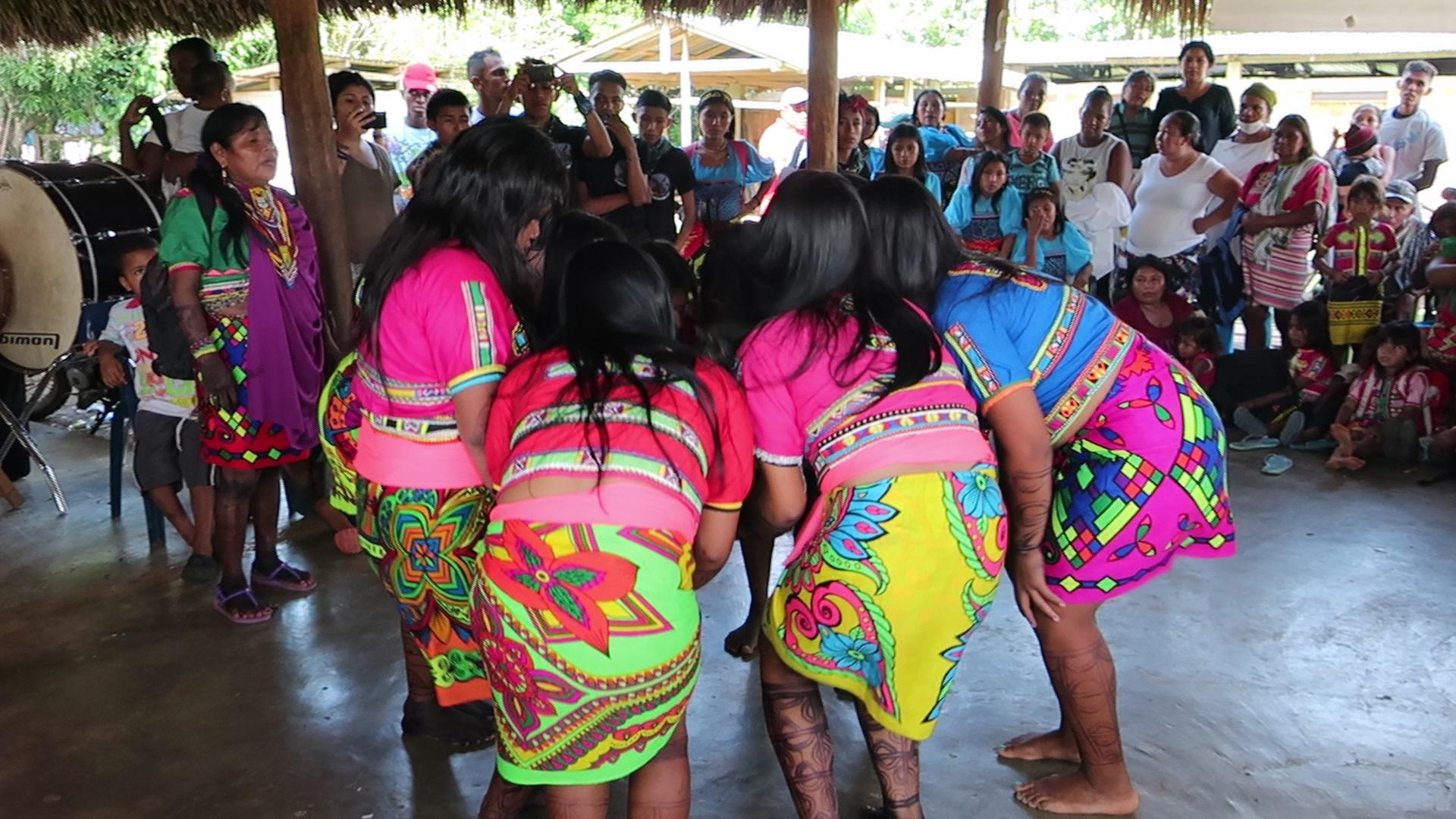 Cuti embera community dances