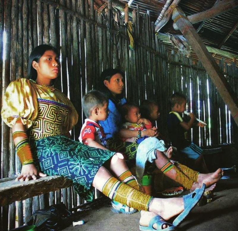 Mujeres gunadule en Magilagundiwala